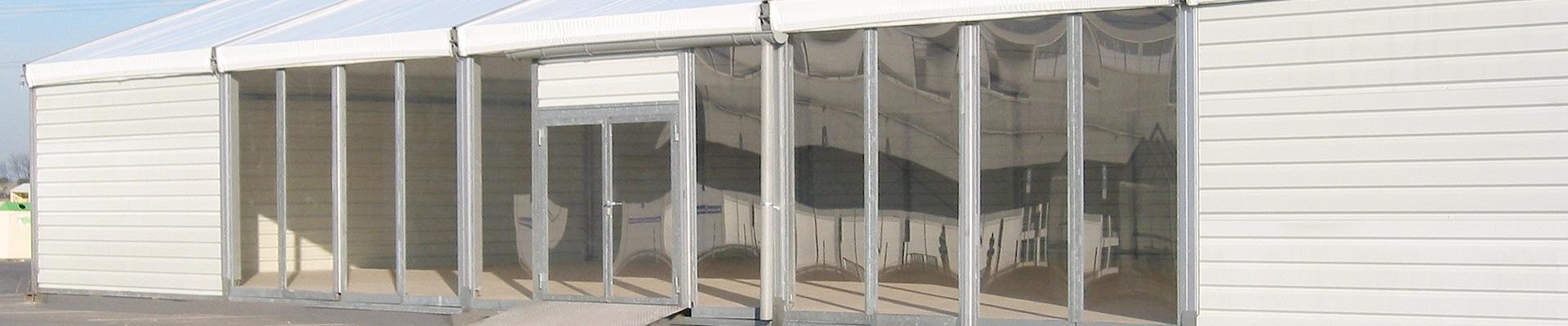 Glaswand im Zelt